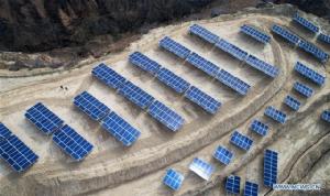 ภาพทุ่งรกร้าง ดินแดนร่ำรวยพลังงานแสงอาทิตย์ ที่หมู่บ้านหัวเจี่ยผิง เมืองอี้เหอ มณฑลส่านซี ทางตะวันตกเฉียงเหนือของจีน (ภาพไชน่าเดลี)