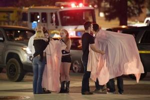 "In Pics: ด่วน!! ""มือปืนชุดดำ"" บุกบาร์ร้านอาหารใกล้ ""ลอสแอนเจลิส"" เปิดฉากกราดยิงระหว่างนักศึกษากำลังแดนซ์กระจาย ดับ 13 รวมคนร้าย"