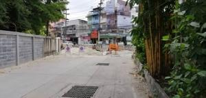 ผู้ประกอบการร้องโครงการก่อสร้างวางท่อระบายน้ำศรีราชา ล่าช้า ทำธุรกิจเสียหาย ด้านโครงการแจงเร่งแก้ไขแล้ว