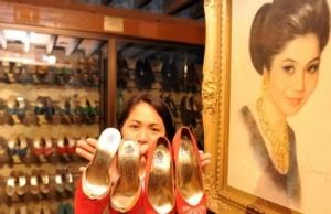 """In Clip:  ด่วน!! """"อีเมลดา มาร์กอส"""" ต้นตำนานรองเท้าพันคู่ โดน """"ศาลฟิลิปปินส์"""" สั่งจับคดีโอนเงิน 200 ล้านดอลลาร์ไปสวิต"""