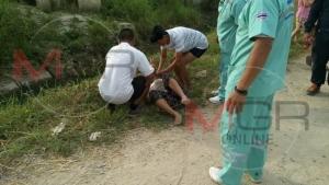 ขนลุก! หญิงสาวชาวพม่าคลุ้มคลั่งเลื้อยเหมือนงู กราบครูบาบุญชุ่มหายเป็นปลิดทิ้ง