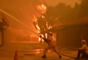 In Pics: เอาไม่อยู่! ไฟป่าแคลิฟอร์เนียลามถึง 'มาลิบู'  ยอดตายพุ่ง 9 ศพ-สูญหายอีก 35 คน