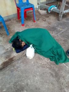 สภาพผู้ป่วย(มีอาการทางจิตเวช)ที่ชาวบ้านไปเห็นนอนอยู่บริเวณวัด