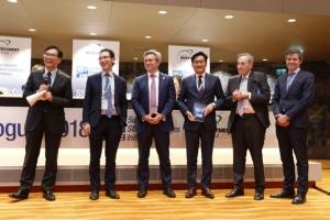 """กรรมการและผู้จัดการตลาดหลักทรัพย์ฯ รับรางวัล """"United Nations Sustainable Stock Exchanges Market Transparency Award"""" เมื่อเร็วๆ นี้ ณ ที่ประชุม SSE Global Dialogue ในงาน World Investment Forum (WIF) 2018 กรุงเจนีวา ประเทศสวิตเซอร์แลนด์ เป็นผลจากการจัดอันดับตลาดหลักทรัพย์ที่มี บจ. เปิดเผยข้อมูลด้านความยั่งยืนโดดเด่นและมีคุณภาพมากที่สุด"""