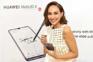 """""""เจนสุดา ปานโต"""" และ""""เต๋อ-นวพล"""" สัมผัสสมาร์ทโฟนเพื่อนรู้ใจรุ่นล่าสุด HUAWEI Mate 20 Series พร้อมวางขายแล้วทั่วประเทศ"""