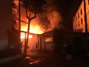 เศร้าสลด! ไฟไหม้บ้านกลางเชียงใหม่ คลอก 3 พ่อแม่ลูกดับอนาถ