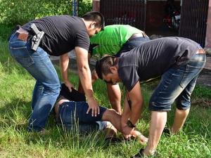 วิ่งสู้ฟัด! ตำรวจพัทลุงไล่จับนักค้ายาเสพติดกลางถนน หลังแอบนัดส่งยาบ้าให้ลูกค้า