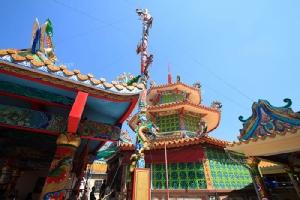 """ชิม ช้อป อิ่มจุใจ กับของกินหลากหลาย ที่ """"ตลาดริมน้ำวัดศาลเจ้า"""" จ.ปทุมธานี"""