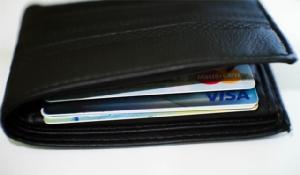 """""""กดเงินไม่ใช้บัตร"""" ขาลงบัตรเดบิต?"""