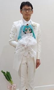 """หนุ่มญี่ปุ่นทุ่มเงินเกือบ 6 แสน จัดงานแต่งกับ """"ฮัทสึเนะ มิคุ"""" ตัวการ์ตูนแอนิเมชัน"""