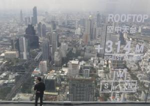 """เผยโฉม """"มหานคร สกายวอล์ก"""" จุดชมวิวกระจกลอยฟ้า ใหญ่สุดในโลก-สูงที่สุดในไทย"""