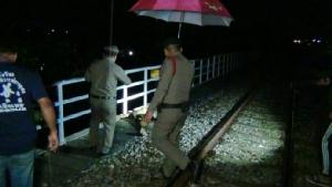 ม้าเหล็ก!! ทับร่างชายวัย 66 ปีดับ เชื่อเมาสุราเดินบนรางรถไฟจนถูกเฉี่ยวชน