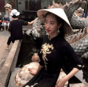 ซีอีโอหนุ่มใหญ่แห่ง Big Hit ควงสาวสวยวัย 21 ปี เที่ยวเวียดนาม