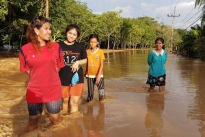 """ฤทธิ์ """"โทราจี"""" ทำน้ำท่วมในสุราษฎร์ฯ หลายจุด ภาครัฐเร่งช่วยเหลือ"""
