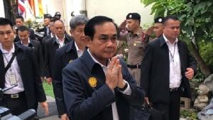 """""""ลุงตู่"""" ลุยถิ่น """"เจ๊หน่อย-เพื่อไทย"""" ย้ำเป็นนายกฯ ไม่โกหก แจงเพิ่มเงินสวัสดิการเพิ่มความสุข"""
