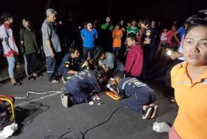 สิบล้อชนวินาศ! 3 คันซ้อนบนถนนนางรอง-ลำปลายมาศ ยายวัย 64 กลับจากงานศพถูกอัดก๊อปปี้ดับคาซากเก๋ง เจ็บ 4