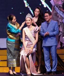 """""""น้องโยโย่"""" มิส Tourism Queen Laos สาวเวียงจันทน์ยุคใหม่ใสๆน่ารักจริงๆ"""