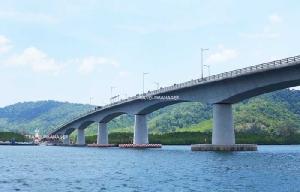 สะพานข้ามเชื่อมเกาะลันตาน้อยกับเกาะลันตาใหญ่