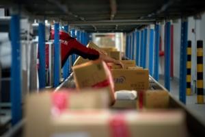 """""""จิงตง"""" เปิดตัวศูนย์กระจายสินค้าอัตโนมัติ ใช้หุ่นยนต์ส่งสินค้าให้ลูกค้าได้วันละ 2,000 ชิ้น"""