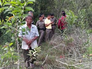 ตาเฒ่าเมาเหล้าขาวหลอกพาหลานสาวแท้ๆ เข้าป่าหวังข่มขืน พลเมืองดีปรี่เข้าช่วยได้ทัน