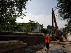 """เร่งดันท่อลอดระบายน้ำ """"สุขุมวิท"""" 7 แห่งให้เสร็จ เม.ย. 62 ก่อสร้างบ่อรับ-บ่อดันแล้ว 6 ใน 10 แห่ง"""