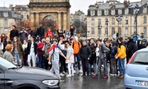 "In Pics :ประท้วงลาม  ""เด็กม.ปลายฝรั่งเศส"" ร่วมก่อหวอดปิดโรงเรียน100 แห่งทั่วประเทศ  ""รบ.มาครง"" เล็งยกเลิกภาษีน้ำมันชั่วคราวแล้ว"