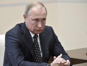 <i>ประธานาธิบดีวลาดิมีร์ ปูติน ของรัสเซีย ในภาพซึ่งถ่ายเมื่อวันจันทร์ (3 ธ.ค.) ทั้งนี้ประมุขวังเครมลินประกาศในวันพุธ (5) ว่า สหรัฐฯกำลังอ้างเหตุเพื่อฉีกทิ้งข้อตกลงควบคุมขีปนาวุธนิวเคลียร์พิสัยกลางในยุโรป  ซึ่งถ้าวอชิงตันทำเช่นนั้น  มอสโกก็จะต้องเริ่มผลิตอาวุธชนิดนี้บ้าง </i>