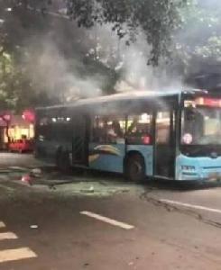 สภาพรถเมล์ที่ถูกระเบิด (ภาพสื่อจีน)