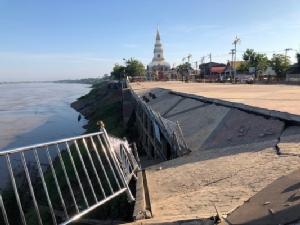 ชี้ลานริมโขงร้าวทรุดพังเหตุน้ำโขงหนุนกัดเซาะ เร่งเทศบาลฯ รื้อ-ตรวจสอบตลอดแนว