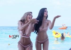 (ชมคลิป) เซ็กซี่ระดับโลก! สาวงามบุกเกาะล้านถ่ายชุดว่ายน้ำ แซบทะเลเดือด