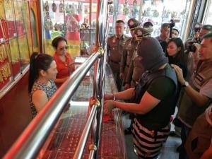 จับหนุ่มชิงทรัพย์ร้านทองย่านปทุมฯ สารภาพใช้หนี้แก๊งยาเสพติด