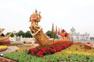 ชมเรือจำลองพระราชพิธี ภาพจิตรกรรมทิวทัศน์ ภาพสามมิติ ในงานอุ่นไอรักฯ
