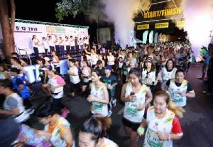 """กาญจนบุรีคึกคัก นักวิ่งเจ็ดพันชีวิตร่วมงาน """"ริเวอร์แคว ฮาล์ฟมาราธอน"""" ปี 3"""