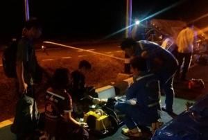 หลับในอีกแล้ว! รถบัสโคราช-อุบลฯ พุ่งชนเสาไฟตกร่องกลางถนนสุรินทร์พังยับ เจ็บ 6 ราย