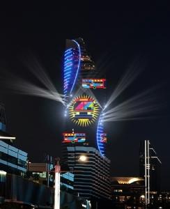 MQDC ขนทัพ 7 ศิลปินไทย ขึ้นตึกสูง 60 ชั้นโชว์แสงสีอลังการ