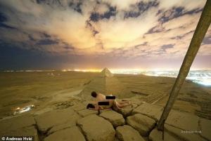 ชาวอียิปต์เดือด!!โดนหยาม ศิลปินเดนมาร์กถ่ายภาพเล่นเซ็กซ์สาวบนมหาพีระมิด(ชมคลิป)
