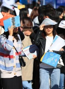 อินเทอร์เน็ตและอีคอมเมิร์ซรุ่ง บัณฑิตจีนจบแล้วหางานง่าย