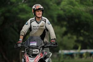 ทอม วูลฟ์ : บิดาแห่ง GS Trophy ผู้ตกหลุมรักการขี่มอเตอร์ไซค์ตั้งแต่อายุ 12 ขวบ
