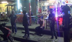 เพ่นพ่านทั้งเมือง! โจ๋ลำปางเที่ยวเสร็จเจอคู่อริ ยกพวกตะลุมบอนชักปืนขู่-ควงมีดไล่ฟันเลือดอาบ