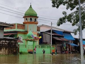 นายอำเภอสุไหงโก-ลกตั้งจุดเตรียมให้ความช่วยเหลือผู้ประสบอุทกภัย ชี้ขณะนี้ยังไม่วิกฤต
