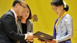 มูลนิธิสิทธิมนุษยชนเกาหลีใต้เรียกคืนรางวัลจาก ออง ซานซูจี