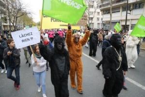 """กลุ่มเอ็นจีโฟยื่นฟ้อง """"ฝรั่งเศส"""" จัดการปัญหาสภาพอากาศไม่ดีพอ"""