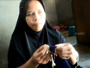 หญิงตาบอดสู้ชีวิต! รับจ้างปักผ้าคลุมศีรษะหาเลี้ยงชีพ เผยแค่ไม่อยากเป็นภาระให้คนในครอบครัว