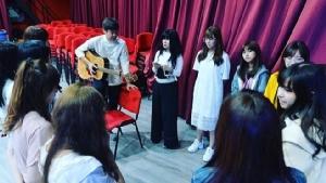 """เปิดใจ """"ครูปิ๋ม"""" กว่าจะมาเป็นผู้สอนร้องเพลงแห่งวง BNK48 สู่เจ้าของทีมแข่งรถมอ'ไซค์"""