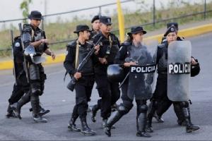 "In Pics: เผด็จการนิการากัว ""แดเนียล ออร์เตกา"" ส่งตำรวจบุกสื่ออิสระ รวบตัวผู้อำนวยการหลังซ่อนตัวนาน 3 สัปดาห์"