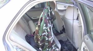 อวดสาว! จับพนักงานแม่เมาะขับเก๋งติดสติกเกอร์หน่วยทหาร-ไซเรน-เครื่องแบบในรถเพียบ