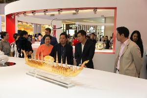 """ปวิณ ภิรมย์ภักดี เปิดงานนิทรรศการ """"Thailand Glass Art Festival 2018"""""""