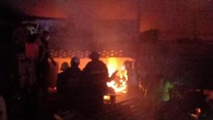 ไฟไหม้ร้านขายเฟอร์นิเจอร์ไม้ย่านคลองเตย เสียหาย 8 คูหา