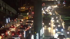 สภาพการจราจรบนถนนมิตรภาพ ช่วงสะพานข้ามทางรถไฟบ้านกุดกว้าง รถสัญจรหนาแน่น