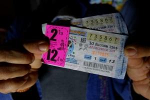 ผู้ใหญ่บ้านดวงเฮง พ่อมาเข้าฝันบอกเลขถูกรางวัลที่ 1 รับ 12 ล้านบาท